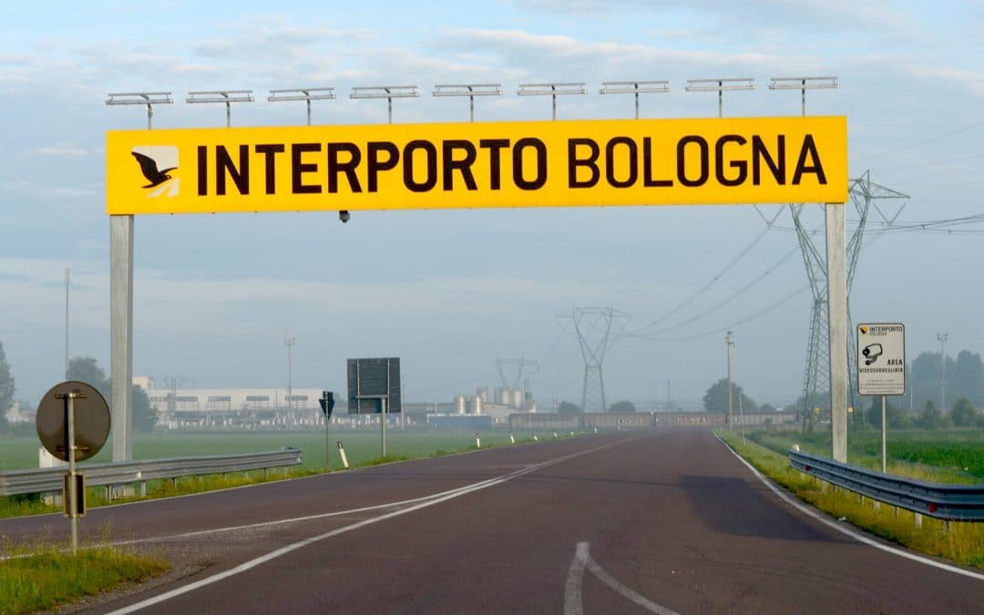 Trasporti, in aumento il traffico di camion e treni all'interporto di Bologna